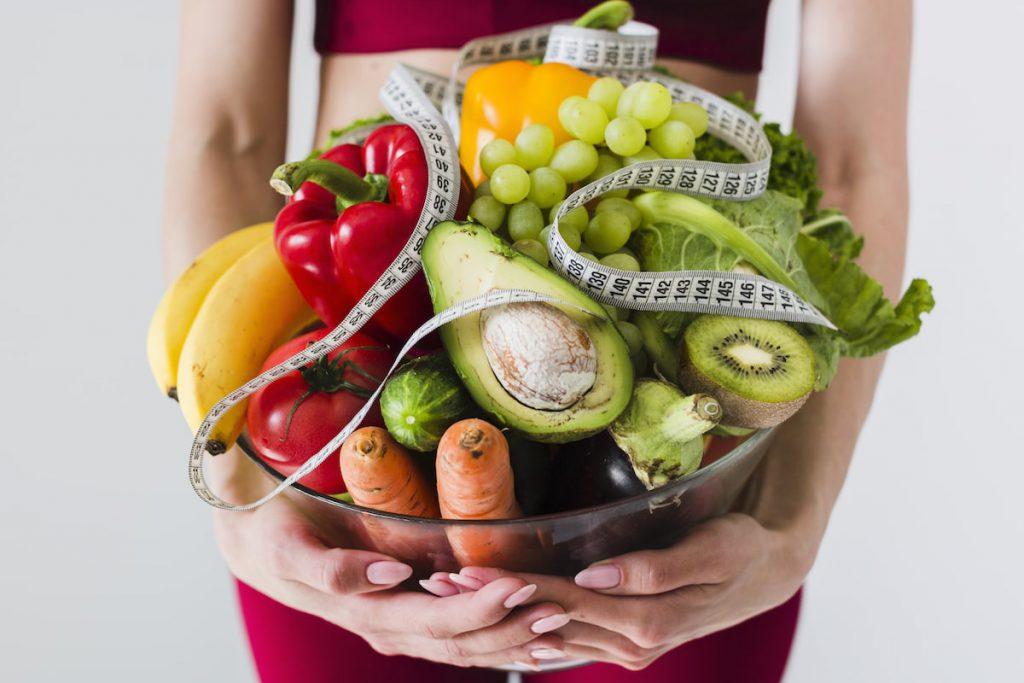 miska ze świeżymi warzywami